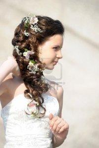 Свадебная греческая прическа с цветами