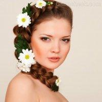 Прическа с плетением и цветами