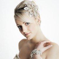 Свадебная прическа для коротких волос с цветами