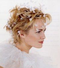 Свадебная укладка для коротких волос с цветами