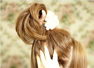 Небрежный пучок из волос 1