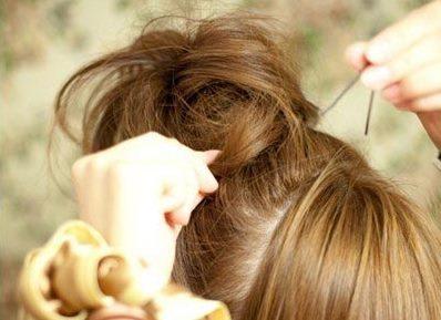 Небрежный пучок из волос 3