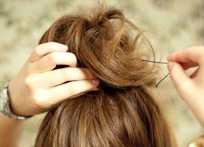 Небрежный пучок из волос 4