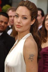 прическа Джоли
