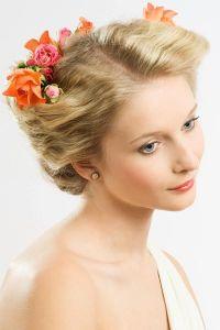 Прическа с цветами в волосах