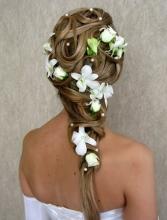 Украшение волос живыми цветами. Какие цветы использовать в прическе.