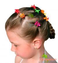 Прическа для девочек с мелкими «крабиками»