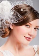 Элегантная свадебная причёска для невесты на волосы средней длины