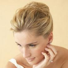 Свадебная причёска невесты для стрижки средней длины
