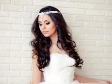 Свадебные прически с прядями